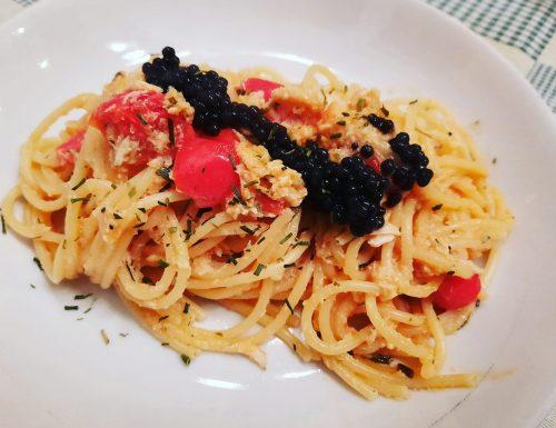 Spaghetti con polpa di granchio e uova di lompo